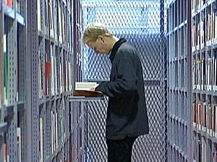 Der Leser im Stahlgittergefängnis (IKMZ Cottbus: Aufnahme ZDF heute Nachrichten, 24.10.2006)