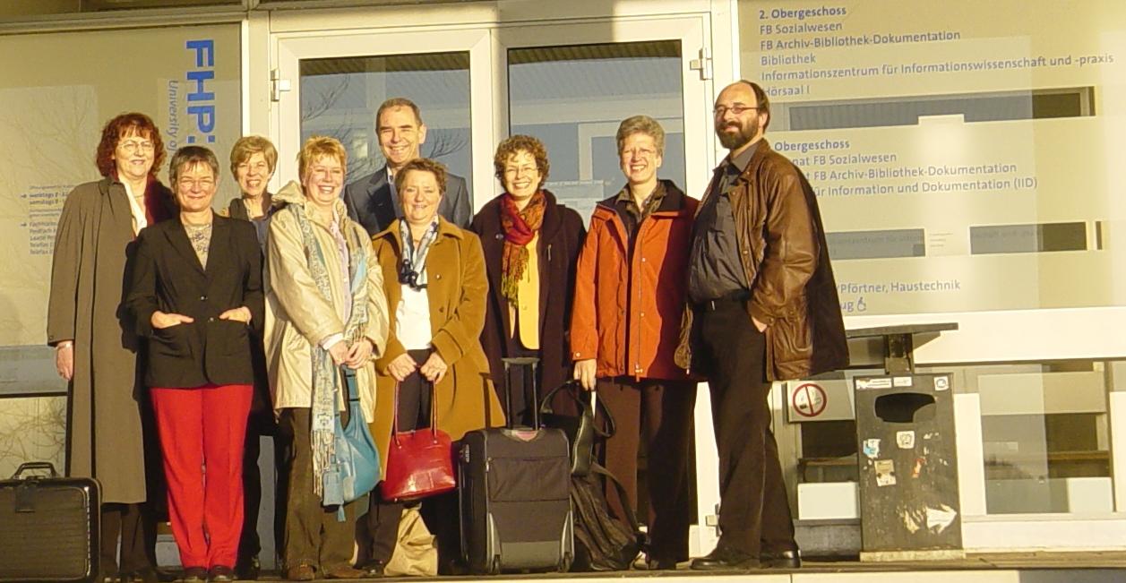die ersten Tagungsteilnehmer am Morgen des zweiten Tages