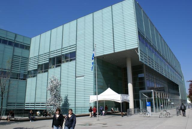 Bibliothèques et Archives nationales Québec: Grande Bibliothèque à Montréal