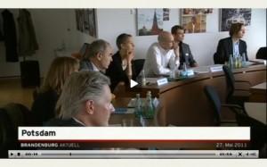 Professoren der FHP lauschen gebannt den Fragen der Kommission: RBB Brandenburg aktuell